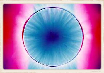 L'effet Kirlian observé sur une Photographie de la Bague Atlante